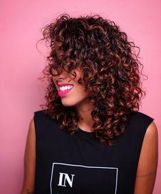 Cabelo long bob: 148 fotos para você se apaixonar pelo corte Colored Curly Hair, Curly Hair Cuts, Short Curly Hair, Curly Hair Styles, Natural Hair Styles, Langer Bob, Long Bobs, Long Bob Haircuts, Corte Y Color