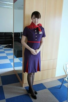 Hong Kong Airlines beautiful stewardesses give passengers a nice smile and the great in-flight service. One of the travel option to Hong. Hong Kong Airlines, Airline Uniforms, Pencil Skirt Work, Girls Uniforms, Flight Attendant, Cabin Crew, Girly, Short Sleeve Dresses, Shirt Dress