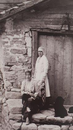 Descendants, Vintage Photographs, Romania, Edinburgh, Royals, Queens, Princess, Couple Photos, Folklore