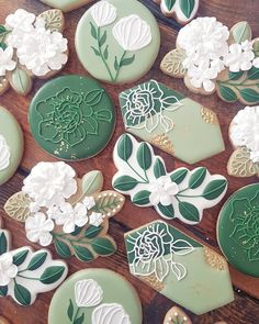 "Cookies that inspire on Instagram: ""Feelin' the nature so much with these green floral cookies! 😍😍😍⠀⠀⠀⠀⠀⠀⠀⠀⠀ .⠀⠀⠀⠀⠀⠀⠀⠀⠀ .⠀⠀⠀⠀⠀⠀⠀⠀⠀ .⠀⠀⠀⠀⠀⠀⠀⠀⠀ By @scientificsweets⠀⠀⠀⠀⠀⠀⠀⠀⠀…"" Royal Icing Cookies, Sugar Cookies, Cookie Cake Designs, Cookie Ideas, Bohemian Baby, Flower Cookies, Food Decoration, Cute Cookies, Spring Flowers"