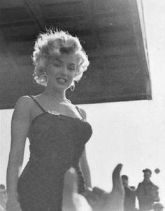 "honey-rider: "" theniftyfifties: Marilyn Monroe in Korea, "" Marylin Monroe, Estilo Marilyn Monroe, Marilyn Monroe Photos, Classic Hollywood, Old Hollywood, Divas, Beautiful People, Beautiful Women, Cinema Tv"