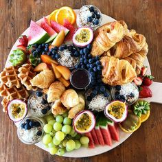 They have effective anti-inflammatory, anti-cancer as well as anti-oxidant benefits, and also it contains vitamins and minerals that offer detox-support along with lots of additional essential nutrients which enhance good health. Breakfast Platter, Breakfast Recipes, Breakfast Fruit, Party Food Platters, Fruit Platters, Brunch Party, Christmas Breakfast, Food Presentation, Healthy Snacks