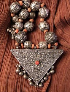 Yemen | Coral and silver necklace | 1st half of the 20th century | 1,650€