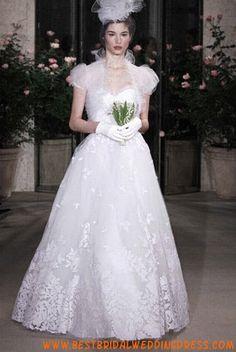 New York Bridal Market: Oscar de la Renta Spring 2010 Buy Wedding Dress, Used Wedding Dresses, Gorgeous Wedding Dress, Wedding Dress Styles, Couture Wedding Gowns, Bridal Gowns, Fantasy Wedding, Dream Wedding, Wedding Dreams