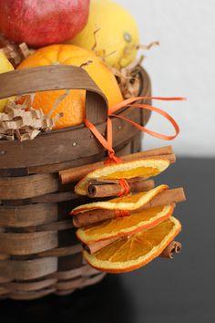 Torkade apelsinskivor och kanel sprider jul i hemmet! Dried Orange and Cinnamon Ornaments