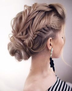 Previous Next The Best and fabulous Hairstyles for Every Wedding Dress Neckline. Whether you're a summer ,winter bride or a destination bride, so make...