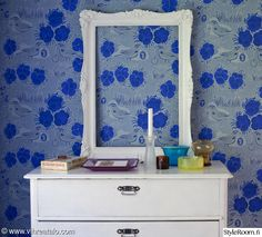 Kiurujen yö -tapetti (69659) upean kesämökin makuuhuoneessa | -Beautiful summerhouse featuring Kiurujen yö wallpaper (69659) in bedroom | Styleroom Vihreä Talo Blog |