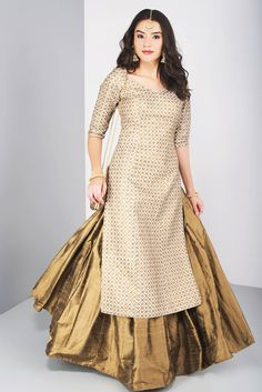 15 Latest lehenga kurta designs for women for modern look for weddings, receptions, festivals and both Indian and pakistani style Women Dresses for all occassins to buy online Party Wear Indian Dresses, Designer Party Wear Dresses, Dress Indian Style, Indian Gowns, Indian Designer Outfits, Indian Outfits, Latest Wedding Dresses Indian, Indian Dresses For Women, Indian Designers