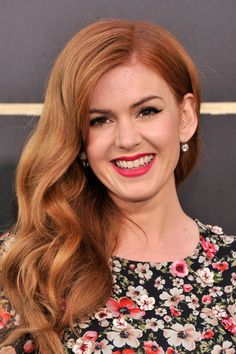 Isla Fisher 'The Great Gatsby' World Premiere. Beautiful ginger hair and pink lipstick. Blake Lively, Red Hair Celebrities, Styles Bob, Summer Curls, Copper Red Hair, Curly Hair Styles, Natural Hair Styles, Celebrity Hair Colors, Isla Fisher