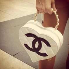 I want this Chanel purse