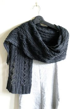 #24 Vine Lace Scarf by Simona Merchant-Dest (Vogue Knitting) ...  Love the simple, old-school ribbing ends.