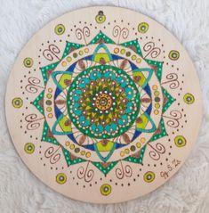 Kör alakú rétegelt fa lemezre készített pirográfia akvarell filccel színezve. Fa, Decorative Plates, Mandala, Home Decor, Decoration Home, Room Decor, Home Interior Design, Mandalas, Home Decoration