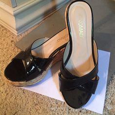 ⚜NOMAD BLACK PLATFORMS SIZE 7⚜ Women's NOMAD PLATFORMS, Size 7, Collor: Upper straps Black. 15% OFF BUNDLES, BUNDLE and Save More. OFFERS CONSIDERED ON ALL ITEMS IN CLOSET Nomad Shoes Platforms
