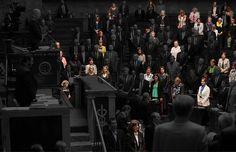 L'Assemblée nationale le 6 octobre 2015 lors de la minute de silence observée en hommage aux victimes des intempéries qui ont ravagé une partie de la Côte d'Azur. | On a fait disparaître les hommes de photos officielles françaises