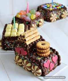 CAKESPIRATION: 28 tasty train cakes coming through Creative Cakes, Creative Food, Torta Candy, Novelty Cakes, Food Humor, Let Them Eat Cake, How To Make Cake, Kids Meals, Cupcake Cakes