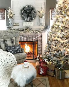 holiday mantle decor to swoon over this holiday season ::::: so cozy Decoration Christmas, Christmas Mantels, Farmhouse Christmas Decor, Noel Christmas, Country Christmas, White Christmas, Vintage Christmas, Victorian Christmas, Christmas Lights