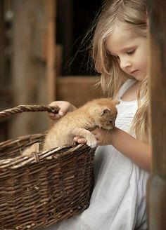 Cute kids and cats- 26 pics Animals For Kids, Animals And Pets, Baby Animals, Cute Animals, Kids And Pets, Animals Photos, Animal Pictures, Cute Kids, Cute Babies
