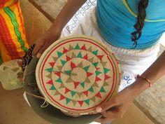 Artesanias Wayuu/APUNIMANA: Elaboracion del fondo de la Mochila. Proceso de levante cuerpo de la mochila