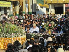 SN Goenkaji & Mataji meeting students in Burma in Dec 2012
