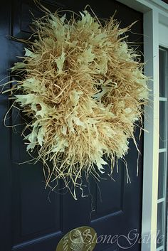 Raffia wreath tutorial (a questionable site so didn't see the tutorial...)...but...I have a basic corn shuck wreath that I planned to add to and 'fill out'... and raffia will add alot to the 'hoped for' finished project... ;)