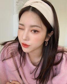 Ulzzang Hair, Girls Makeup, Asian Style, Korean Beauty, Pretty People, Drop Earrings, Hair Styles, Beautiful, Aesthetics