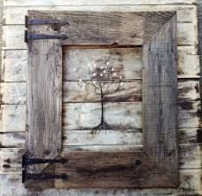 40 Amazing Ideas Rustic Decorative Accents 13 Rustic Barn Wood Frame with Vintage Rustic Hinges Menas Rustic Decor & Country Living 1 Barn Wood Crafts, Barn Wood Projects, Old Barn Wood, Wooden Crafts, Salvaged Wood, Wooden Diy, Diy Crafts, Barn Wood Picture Frames, Picture Frame Decor