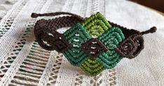 Macrame y micro-macrame.Hecho a mano hilo encerado, hilo chino brazaletes pendientes,pulseras.Se pueden personalizar Handmade Araia.Artesania