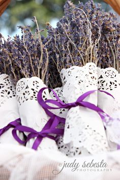 Lavender Bunches Wrapped In Paper Doilies Lavender Cottage, Lavender Garden, Lavender Bags, French Lavender, Lavender Fields, Lavender Flowers, Dried Flowers, Doilies Crafts, Paper Doilies