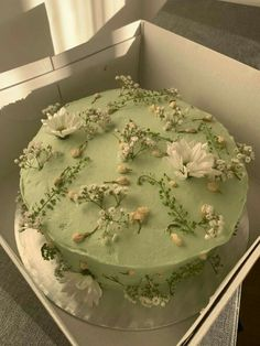 Pretty Birthday Cakes, Pretty Cakes, Cute Food, Yummy Food, Mint Green Aesthetic, Pastel Cakes, Think Food, Cute Desserts, Just Cakes