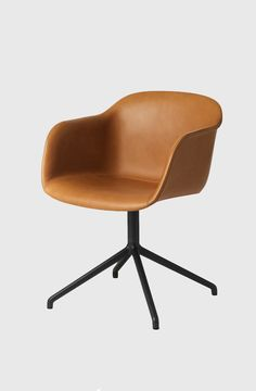 Židle Fiber od Muuto s otočnou podnoží, kůže cognac Upholstery Trim, Upholstery Cleaner, Furniture Upholstery, Swivel Chair, Armchair, Danish Design Store, Muuto, Conference Chairs, Dining Room Chairs