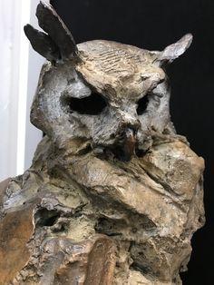Animal Sculptures, Lion Sculpture, Grand Duc, Ceramic Owl, Metal Casting, Clay Projects, Tree Art, Bird Art, Oeuvre D'art