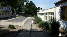 Betonbank DeLuxe Ovaal bij Karl-Weigand-Schule in Florstadt