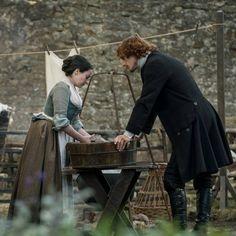 """401 Me gusta, 1 comentarios - Sonia Gómez (@soniagaia78) en Instagram: """"Nueva imagen de Outlander Repost Farfarawaysite.com #JamieFraser #JennyMurray #Lallybroch…"""""""