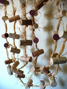 Rustic cork garland farmhouse chic repurposed eco-friendly upcycled decor crafts with corks Wine Craft, Wine Cork Crafts, Wine Bottle Crafts, Cork Garland, Grapevine Garland, Christmas Wine, Rustic Christmas, Garland Wedding, Wedding Decoration