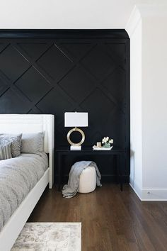 home accents diy Stylish Luxurious DIY Accent Wall Interior Ideas For Inspiration Black Accent Walls, Black Walls, Black Painted Walls, Black Wall Paints, Black Bedroom Walls, Black Painting, Wall Accents, Home Bedroom, Bedroom Decor