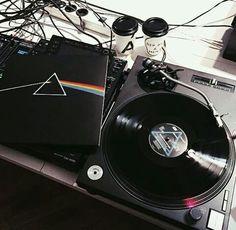 New music arte rock vinyl records ideas Music Aesthetic, Aesthetic Grunge, Aesthetic Vintage, Vinyl Music, Vinyl Records, Rock Poster, Pokerface, Images Esthétiques, Record Players