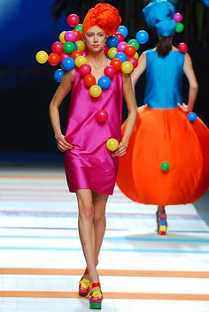 Avangard Fashion, Pop Art Fashion, Weird Fashion, Colorful Fashion, Unique Fashion, Fashion Design, Rainbow Fashion, Prada, Fashion Show Themes