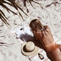 Beach Photography Poses, Beach Poses, Beach Shoot, Summer Photography, Amazing Photography, Couple Photography, Editorial Photography, Photography Ideas, Fashion Photography