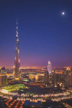 w0rldvanity:  Dubai Moonlight by Michael Shainblum | W0rldVanity
