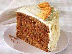 Der Rüblikuchen ist ein Klassiker aus der Schweiz und mittlwerweile auf der ganzen Welt bekannt. Probieren Sie das leckere Rezept aus frischen Möhren und knackigen Nüssen. Eine leckere Buttercreme rundet den Kuchen ab.