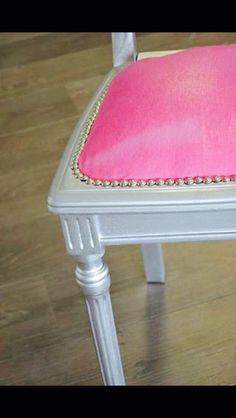 Chaise relookée repeinte et recouvert de tissu osborne ans Little