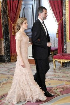 Prince Felipe of Spain and Princess Letizia of Spain attends a Gala Dinner at the Royal Palace on 12 June 2013 in Madrid Princess Of Spain, Spanish Royalty, Spanish Royal Family, Save The Queen, Queen Letizia, Princess Victoria, Lovely Dresses, Royal Fashion, Ball Gowns