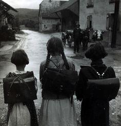 les ecolieres, alscae, 1945 • robert doisneau