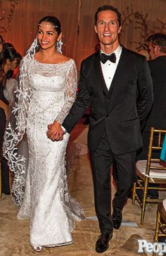 A Closer Look At Matthew McConaughey's Wedding is part of Celebrity wedding photos - The blonde blue eyed actor married the mother of his two children, Camila Alves She made a stunningly beautiful bride, as we knew she would Wearing a dain Celebrity Wedding Photos, Celebrity Wedding Dresses, Celebrity Couples, Celebrity Weddings, Matthew Mcconaughey, Famous Wedding Dresses, Hollywood Wedding, Star Wedding, Wedding Ring