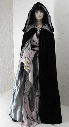 Cloaks Pagan Wicca Witch:  Hooded velvet #cape.