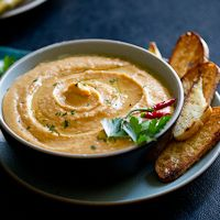 Spicy Sriracha White Bean Dip