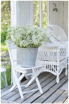 Snow white dreams : Kauniit kukat luonnosta~~~~I love the white wicker and the white wooden chair with galvanized bucket with white flowers.....Perfect color combinations on this porch~~~