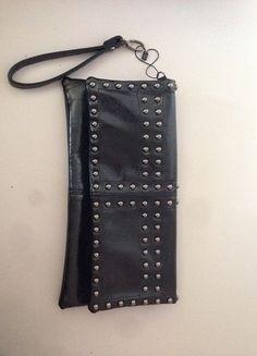 Guckt doch mal rein:) Alle Preise sind verhandelbar.  http://www.kleiderkreisel.de/damentaschen/clutches/130931908-rockige-clutch-mit-nieten