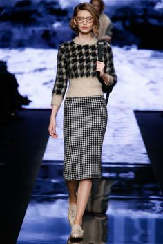 Max Mara - Fall 2015 Ready-to-Wear - Look 10 of 41?url=http://www.style.com/slideshows/fashion-shows/fall-2015-ready-to-wear/max-mara/collection/10