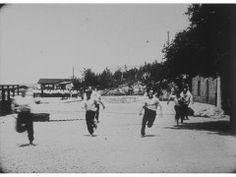 """Early Cinema, Croatia. Lumiere Brothers Archives.  Alexandre Promio, 28 ou 29 avril 1898  Lieu: Autriche-Hongrie (aujourd'hui Croatie), Pula ou Sibenik, Istrie ou Dalmatie  """"Les matelots à terre font une course de vitesse."""""""